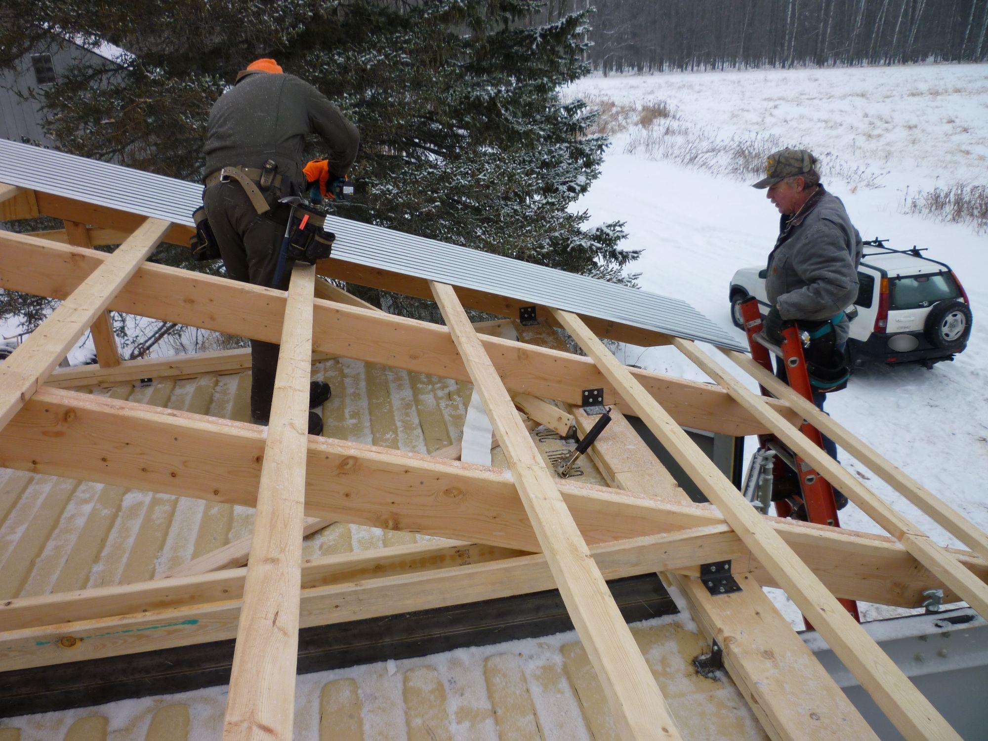 Raising the roof tin can cabin - Como hacer un techo de madera ...