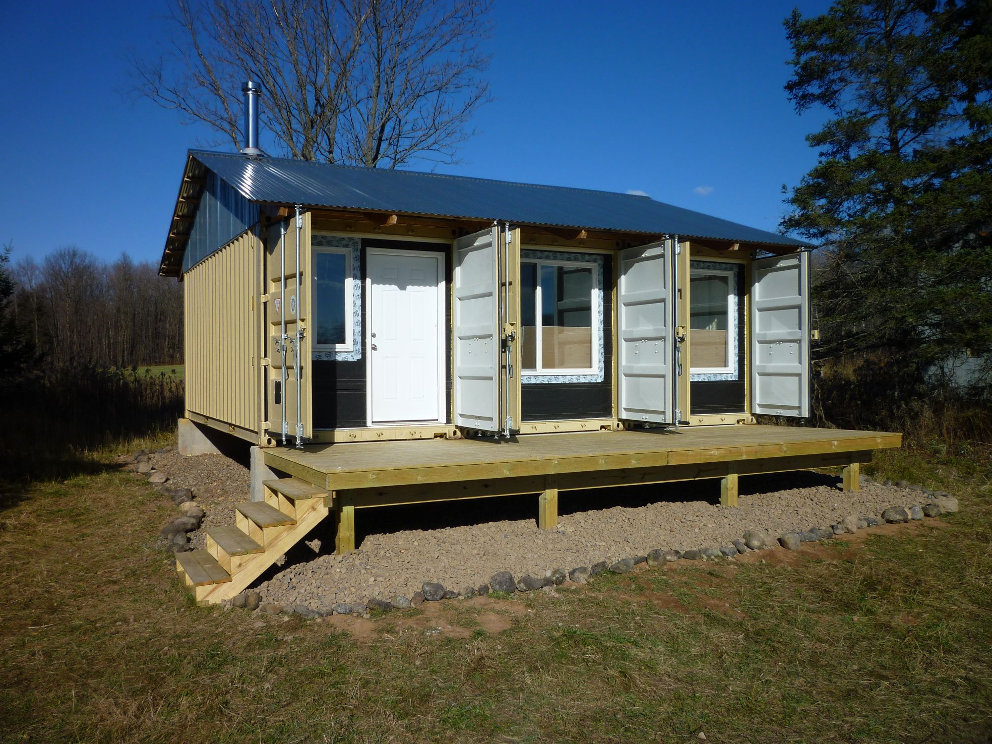 Deck and landscaping tin can cabin for Containers house design